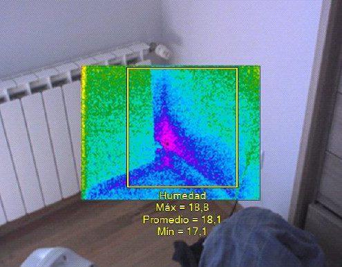 humedad por fuga en radiador